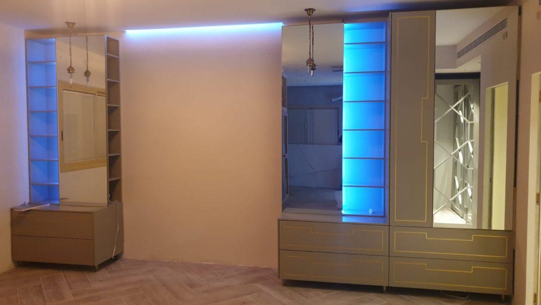 פרויקט ארון חדר שינה בעיצוב אישי עם תאורה